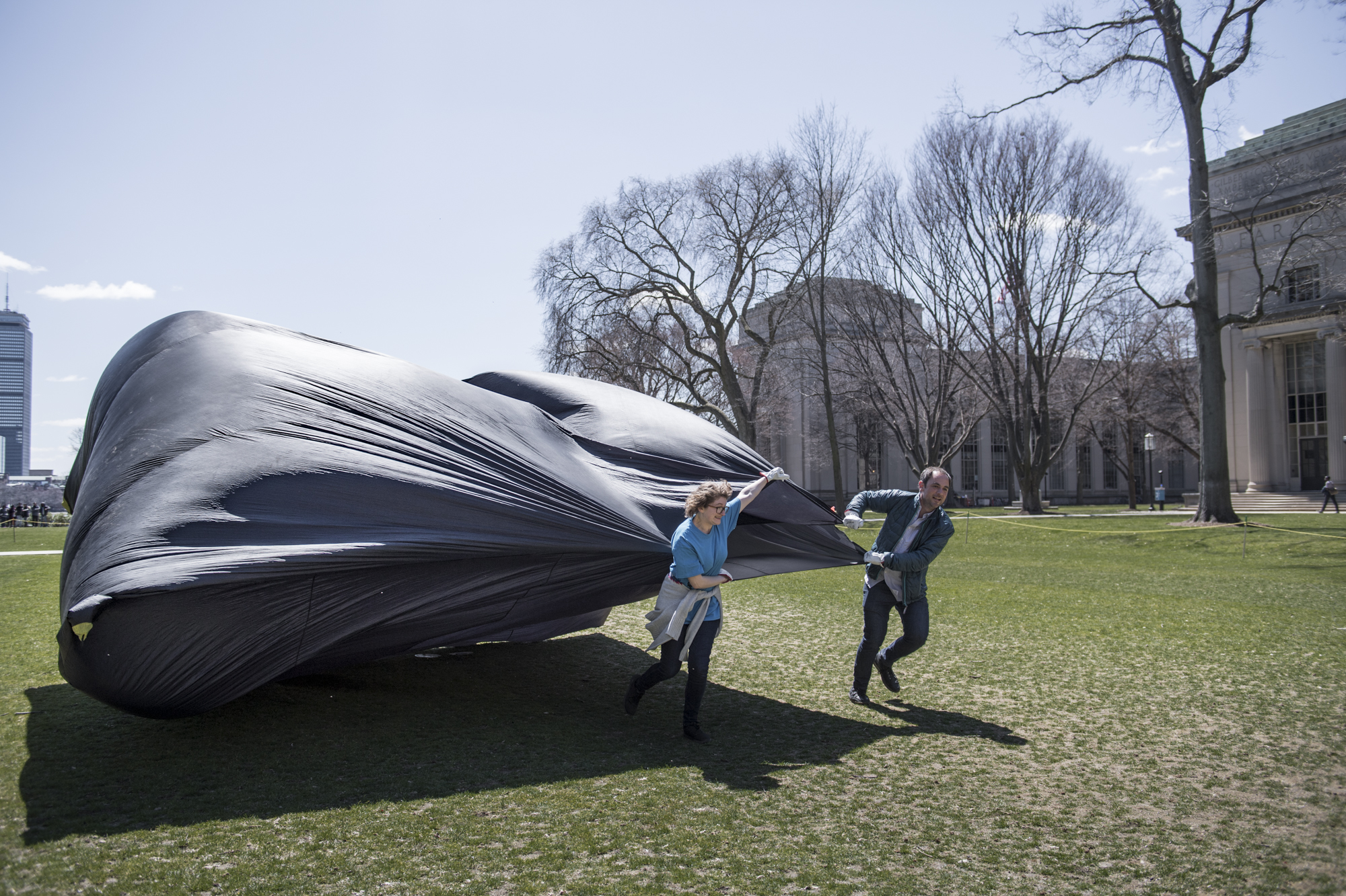 This is how you inflate an Aerocene sculpture: by running and holding it's opening into the wind!